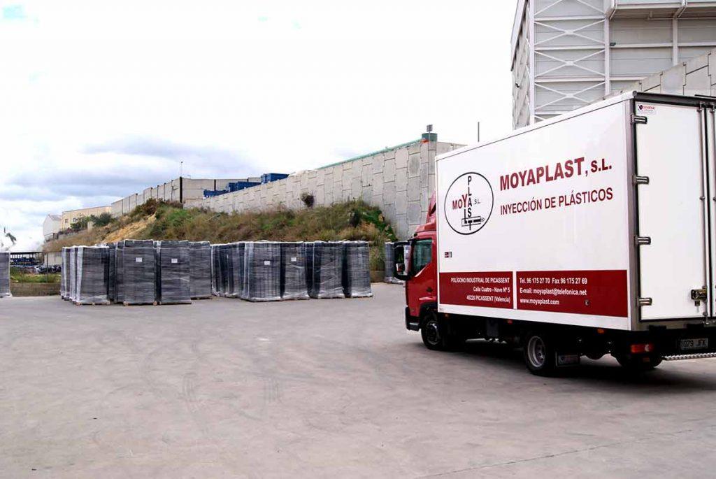 Instalaciones MOYAPLAST, camión